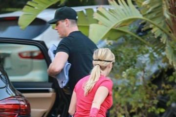 Jim Toth Reese Witherspoon and Her Family Go out Trick-or-Treating