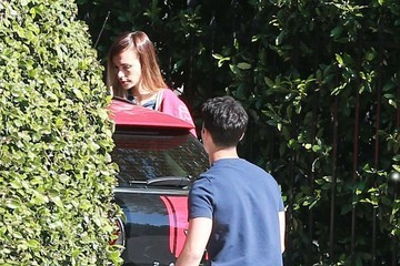 Joe Jonas Blanda Eggenschwiler Joe Jonas Stops to Pick Up His Girlfriend