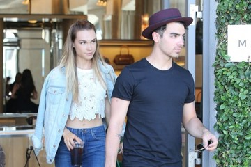 Joe Jonas Blanda Eggenschwiler Joe Jonas and His Girlfriend Shop with Friends