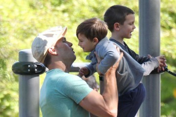 John Edward Thomas Moynahan Tom Brady Takes His Boys to the Park