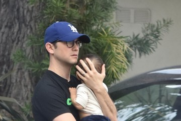 Joseph Gordon-Levitt Joseph Gordon-Levitt, Tasha McCauley, and Their Son Grab Lunch Together in LA
