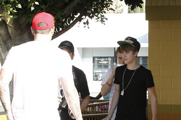 Justin Bieber Jeremy Bieber Justin Bieber Spends More Time with His Dad at Shakey's Pizza