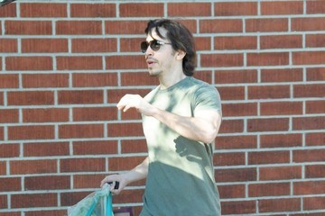 Justin Long Amanda Seyfried and Justin Long Shop at Whole Foods