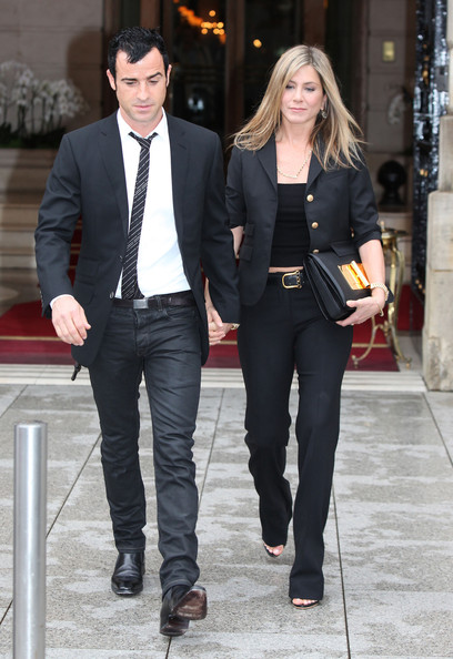 http://www1.pictures.zimbio.com/fp/Justin+Theroux+Jennifer+Aniston+Justin+Theroux+CGnt3auupopl.jpg