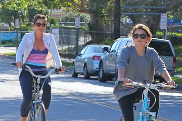 Kaia Gerber Cindy Crawford & Family Out For A Bike Ride In Malibu