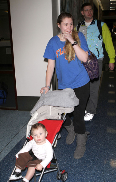 Kailyn Lowry And Family Arriving On A Flight At LAX (Kailyn Lowry