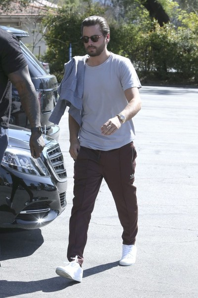 scott disick pictures kardashian family members stop by a studio in la