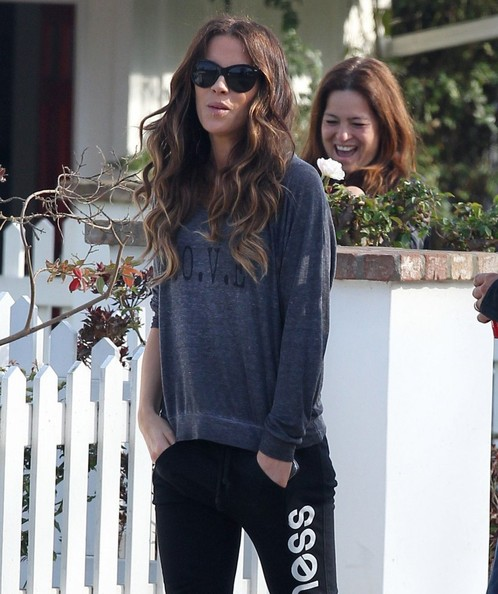 Kate Beckinsale Takes Her Daughter to a Friend's House ... Kate Beckinsale Daughter