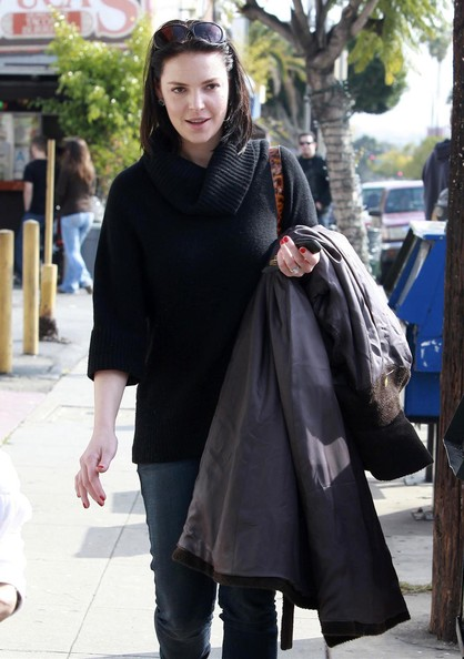 Katherine heigl in katherine heigl and sister meg heading for 4 sisters nail salon