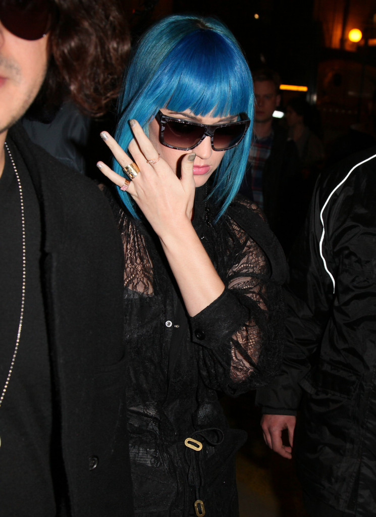 Is katy perry dating