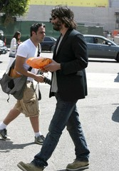 Keanu Reeves Keanu Reeves Out Shopping For A Phone