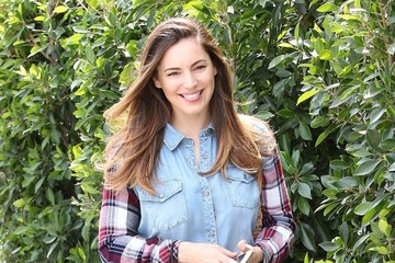 Kelly Brook Kelly Brook Stops by a Hair Salon