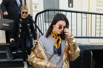 Kendall Jenner Hailey Bieber Kendall Jenner & Hailey Baldwin Out Shopping In NYC
