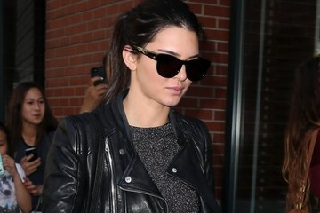 Kendall Jenner Kendall Jenner & Hailey Baldwin Go Shopping In NYC