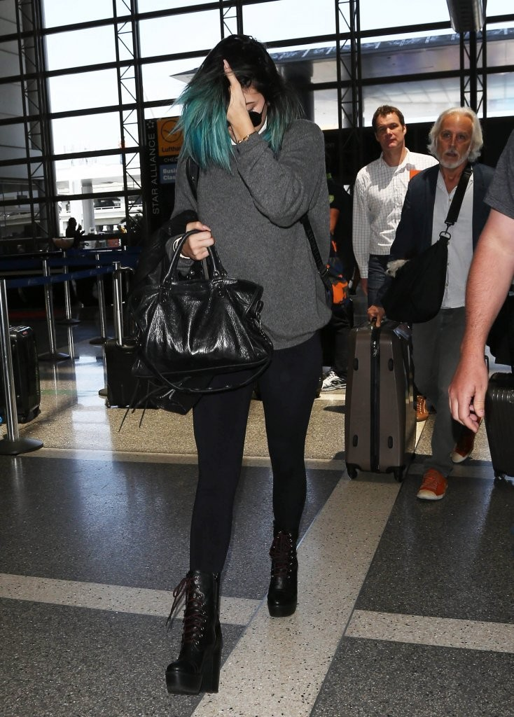 Kylie Jenner Photos Photos - The Kardashians Spotted at LAX - Zimbio