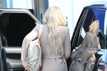Khloe Kardashian Khloe Kardashian Makes a Stop at a Studio in Van Nuys