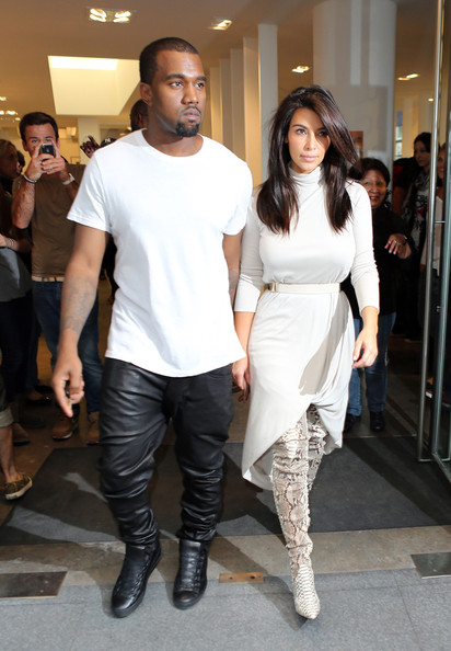 Kim Kardashian - Kim Kardashian & Kanye West Shop At Colette