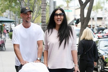 Kimora Lee Simmons Kimora Lee Simmons & Tim Leissner Out For A Stroll With Their Baby Boy