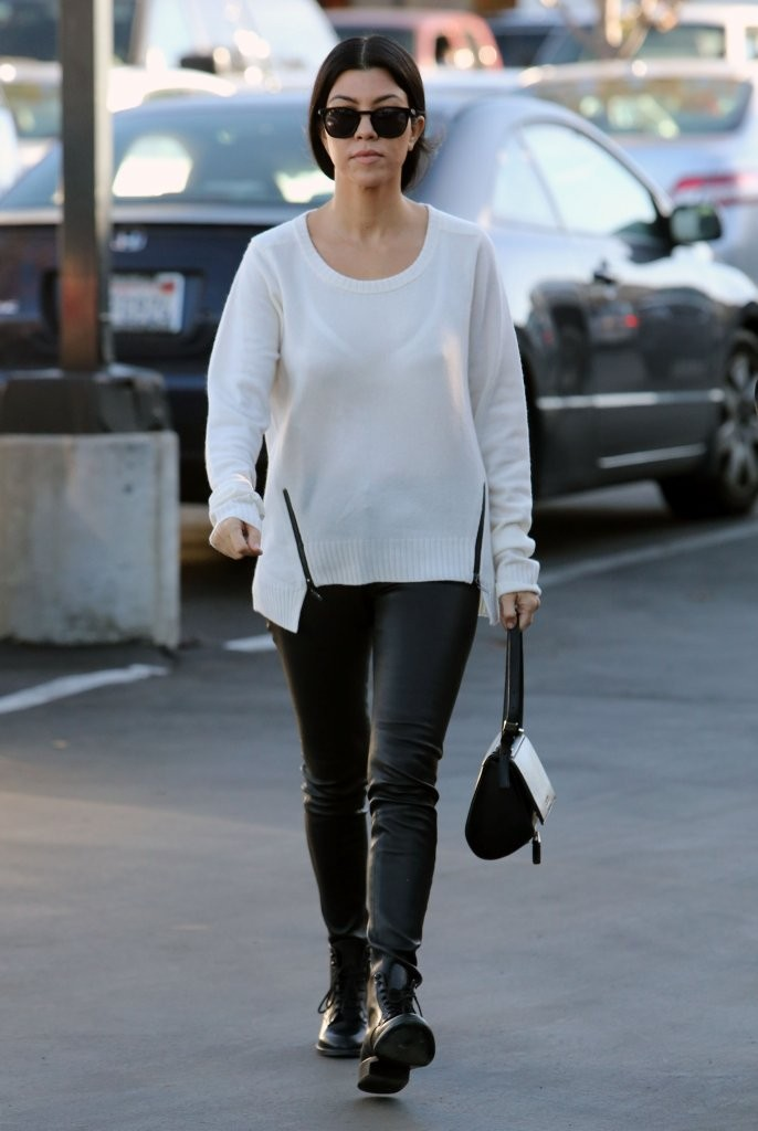 Kourtney kardashian does some christmas shopping zimbio for What does kourtney kardashian do