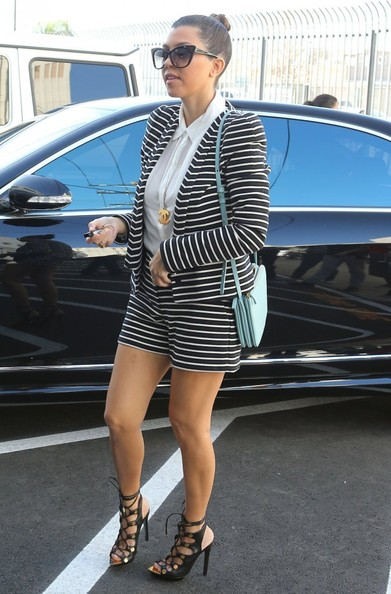 Kourtney Kardashian - The Kardashian Girls Head To A Studio