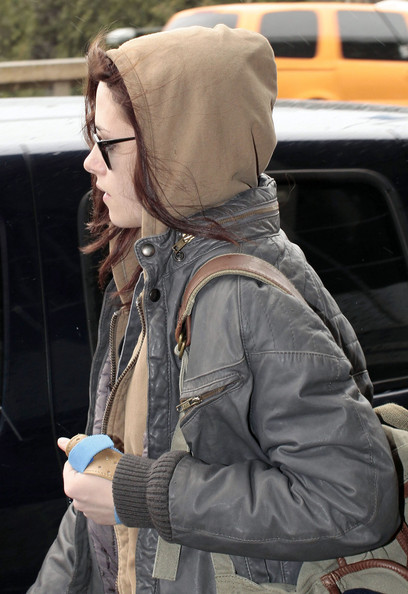 Kristen Stewart Actress Kristen Stewart seen arriving at the Vancouver International Airport in Vancouver, Canada. Kristen is in town to begin filming the new 'Twilight' movie.