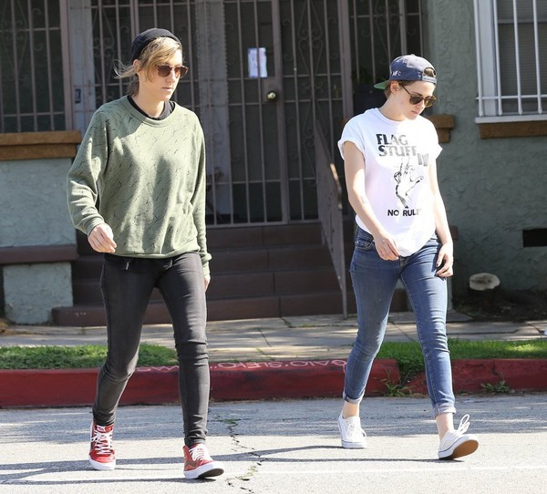 Kristen Stewart Out And About In Los Feliz With Alicia Cargile []