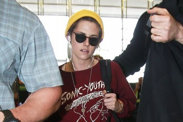 Kristen Stewart Kristen Stewart Catches a Flight