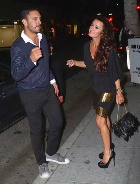 Kyle richards and her husband get dinner in this photo kyle richards