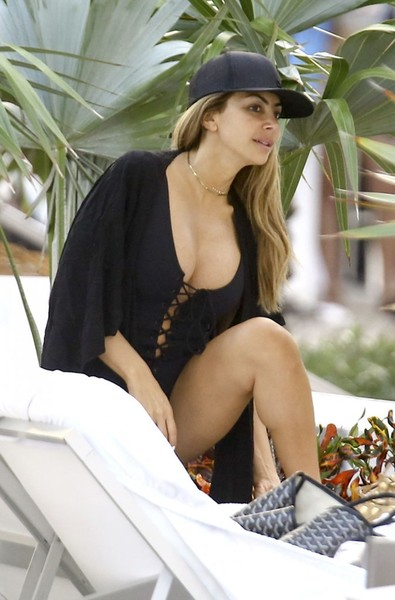 Larsa Pippen and Friends Hang Out at a Pool in Miami
