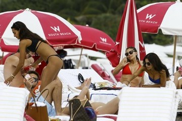Larsa Pippen Larsa Pippen Enjoys The Beach With Friends