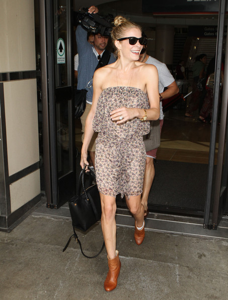 LeAnn Rimes Singer LeAnn Rimes was all smiles as she arrived on a flight into LAX airport in Los Angeles.