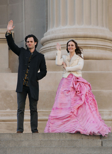 Leighton Meester - Leighton Meester And Penn Badgley Share A Moment