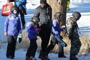 Leni Samuel Seal Takes His Kids Skiing At Mammoth Mountain