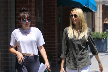 Leticia Cyrus Tish & Noah Cyrus Stop By A Doctors Office