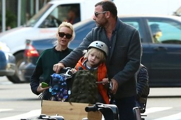 Liev Schreiber Naomi Watts Rents A Citi Bike In New York