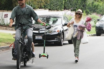 Liev Schreiber Naomi Watts and Family Leaving the Farmer's Market