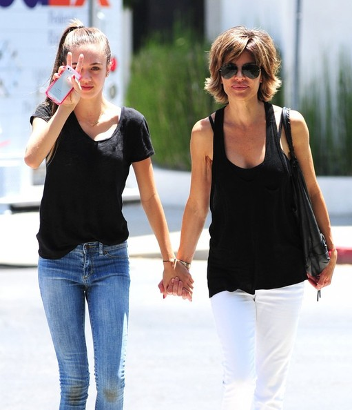 Lisa Rinna Lisa Rinna Lunches With Her