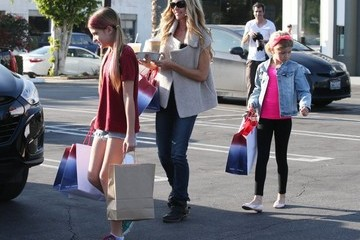 Lola Sheen Denise Richards Takes Her Daughters Shopping