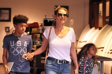 Lou Samuel Heidi Klum and Seal Take Their Kids Shopping at The Burton Store