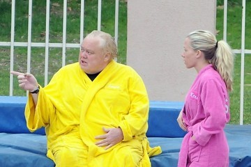 Louie Anderson Kendra Wilkinson & Louie Anderson Make A 'Splash'