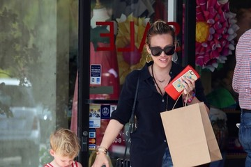 Luca Comrie Hilary Duff Visits the Beverly Glen Market With Her Son