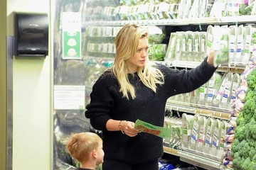 Luca Comrie Hilary Duff Shops at the Market — Part 2