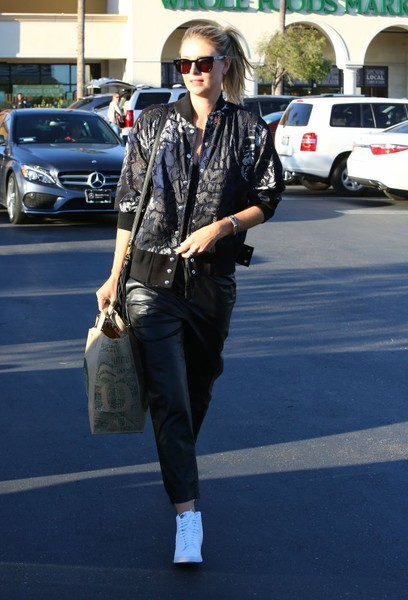 Maria Sharapova Goes Grocery Shopping at Whole Foods