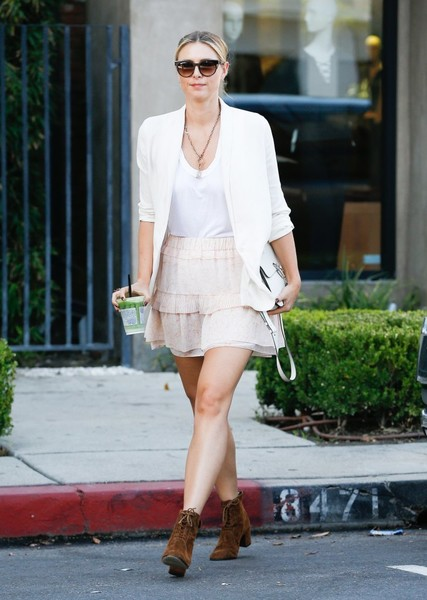 Maria Sharapova Goes Shopping While Out in West Hollywood