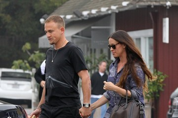 Mario Treadway Alanis Morissette and Her Husband Head Home