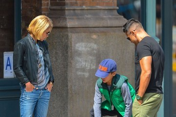 Mark Consuelos Kelly Ripa & Family Out For Lunch In New York City