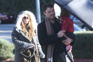 Megan Fox Noah Green Pregnant Megan Fox And Family Out For Lunch At The Beverly Glen Plaza