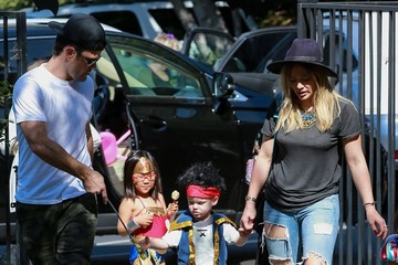 Mike Comrie Hilary Duff & Family Going To A Halloween Party