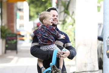 Mike Comrie Hilary Duff Takes Luca To A Baby Class