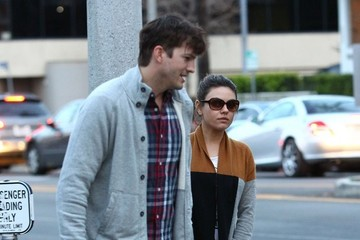 Mila Kunis Ashton Kutcher and Mila Kunis Get Dinner